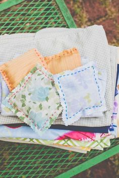 DIY lavender sachets use them like dryer sheets! Thanks Henry Happened! Eco Friendly Cleaning Products, Natural Cleaning Products, Potpourri, Uses For Dryer Sheets, Sewing Projects, Craft Projects, Sewing Ideas, Earth Day Crafts, Lavender Sachets