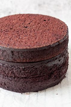 Chocolate cake that is great for any special occasion cakes - easy to whip up and makes the most fluffy, chocolate cake! It is sturdy enough for stacking and carving without sacrificing flavor and texture. Fluffy Chocolate Cake, Chocolate Texture, Best Chocolate Cake, Chocolate Flavors, Mini Tortillas, Baking Recipes, Cake Recipes, Dessert Recipes, Sweet Recipes