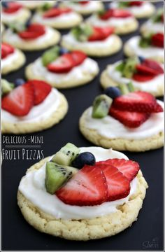 Mini Fruit Pizzas - I want to make these now!! Yum!!