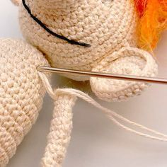 Here the thread technique for amigurumis is explained: for sewing on the arms and legs and their mobility. - Love Amigurumi - Here the thread technique for amigurumis is explained: for sewing on the arms and legs and their mo - Arm Knitting, Baby Knitting Patterns, Crochet Patterns, Crochet Baby, Knit Crochet, Learn How To Knit, Knitted Headband, Amigurumi Doll, Sewing Techniques