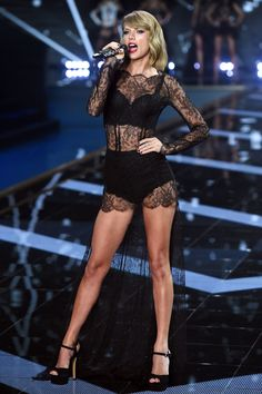 Taylor Swift and BFF Karlie Kloss hit the Victoria's Secret runway Cheeky: Taylor showed off her pert derriere in a pair of lace underwear as she performed at the show for the second time Taylor Swift Hot, Estilo Taylor Swift, Taylor Swift Style, Karlie Kloss Taylor Swift, Taylor Swift Swimsuit, Taylor Swift 2017, Taylor Swift Tumblr, Beautiful Taylor Swift, Moda Victoria Secret