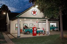 garage ideas...for my house o dreams! (for front of Keith's shop with his old gas pump)