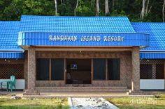 Pulau Randayan adalah pulau kecil yang terletak di utara pesisir Kalimantan Barat, Eksosistem yang luar biasa akan bisa dinikmati oleh pengunjung, sangat cocok untuk pilihan wisata tahun baru anda.