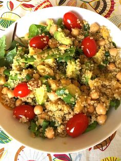 Quinoa Chickpea Mason Jar Salad Recipe – Melanie Cooks Healthy Meal Prep, Healthy Eating, Healthy Recipes, Healthy Food, Quinoa Chickpea Salad, Mind Diet, Mason Jar Meals, Mason Jars, Onion Salad