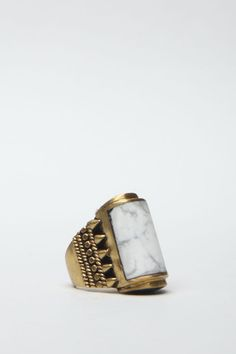 Totokaelo - A Peace Treaty - Yabaana Ring - Agate Quarts & Gold. Also kind of obsessed with cylindrical jewelry elements. Jewelry Box, Jewelry Rings, Jewelry Accessories, Fashion Accessories, Jewelry Design, Fashion Jewelry, Rings N Things, Agate Ring, Family Jewels