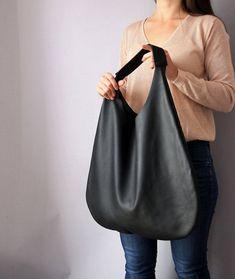 Marvelous Make a Hobo Bag Ideas. All Time Favorite Make a Hobo Bag Ideas. Hobo Purses, Purses And Handbags, Leather Hobo Handbags, Leather Purses, Leather Bags, Brahmin Handbags, Fossil Handbags, Large Handbags, Black Handbags