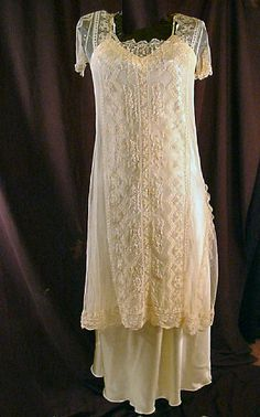 This vintage dress is shown over a long slip which makes it Edwardian. Over a short slip its from the It would be stunning over a colored slip Vintage Gowns, Vintage Bridal, Vintage Wear, Vintage Lace, Antique Lace, Vintage Clothing, Roaring 20s Fashion, Flapper Fashion, Flapper Era
