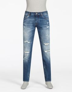 <i>Dolce&Gabbana men's denim draws inspiration from the clothing worn by '50s Hollywood movie stars and is brought up-to-date in this collection in iconically wearable pieces in contemporary washes.</i><br><br>Five-pocket jeans in non-stretch denim:<br>• Classic fit<br>• Button closure and hidden zipper<br>• Logoed rear label in metal and leather<br>• Tobacco colored stitching<br>• The crotch measures 5.5 inches from the c...