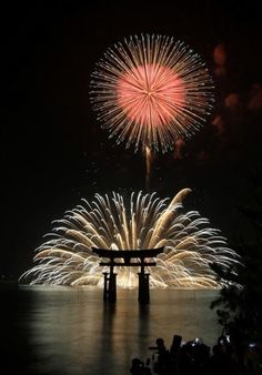 Fireworks Festival, Miyajima, Japan Travel and see the world Fireworks Festival, Fireworks Art, Fireworks Pictures, Wedding Fireworks, Cool Photos, Beautiful Pictures, Fireworks Photography, Miyajima, Fire Works