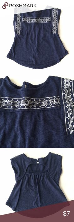Old Navy Tunic Old Navy Tunic in a denim blue color, fabric is cotton with white stitching design. In EUC. Must be bundled. Old Navy Shirts & Tops Tank Tops