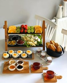10 Great Tips On Cooking Meals Breakfast Table Setting, Breakfast Platter, Breakfast Buffet, Breakfast Presentation, Food Presentation, Turkish Breakfast, Food Platters, Cooking Recipes, Healthy Recipes