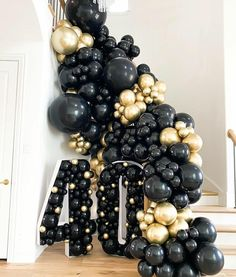 Black Party Decorations, Balloon Decorations, Diy 40th Birthday Decorations, Mascarade Party Decorations, Gatsby Decorations, Balloon Ideas, Birthday Ideas, Blowing Up Balloons, Confetti Balloons