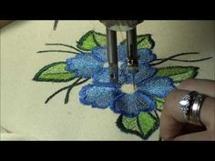 Make a miniature rug on the sewing machine with thread painting which mimics Russian needlepunch. Freehand Machine Embroidery, Sewing Machine Embroidery, Embroidery Works, Free Motion Embroidery, Embroidery Stitches, Embroidery Patterns, Hand Embroidery, Thread Art, Thread Painting