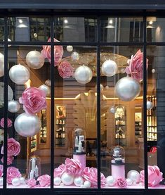 On the occasion of the launch of his new rose and - - Salon Window Display, Boutique Window Displays, Christmas Window Display, Window Display Design, Store Window Displays, Spring Window Display, Boutique Decor, Boutique Interior, Boutique Design