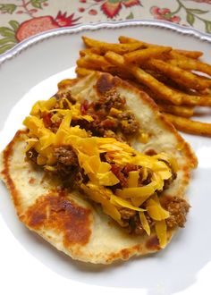 Burger night is sure to be a hit again in your house when you make this Bacon Cheeseburger Flatbread recipe - quick seasoned hamburger meat served on top of a homemade flatbread. The whole family gobbled them up! Lunch Recipes, Beef Recipes, Dinner Recipes, Cooking Recipes, Pizza Recipes, Quesadillas, Empanadas, Sausage Hashbrown Breakfast Casserole, Frozen Dinner Rolls