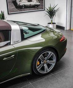 Porsche Carrera, Porsche 911 Targa 4s, Porsche 911 Classic, Porsche Sports Car, Porsche Cars, Vintage Porsche, Vintage Cars, Van 4x4, Porche 911