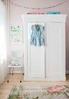 Vandaag zetten we de vintage (kleding)kast in het zonnetje. Want oh, wat zijn ze leuk! Vooral in ...