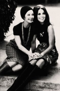 Loretta Young with her god-daughter Marlo Thomas (daughter of actor Danny Thomas) photographed in Hollywood Stars, Hollywood Glamour, Hollywood Actresses, Classic Hollywood, Old Hollywood, Actors & Actresses, Female Actresses, Hollywood Actor, Marlo Thomas