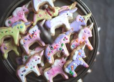 Unicorn birthday cookies. I would totally make these.