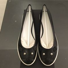 NWB Marc Jacobs mouse flats Brand new with box and dust bag Marc Jacobs black leather mouse flats. Rubber sole. Size 7. Marc by Marc Jacobs Shoes Flats & Loafers