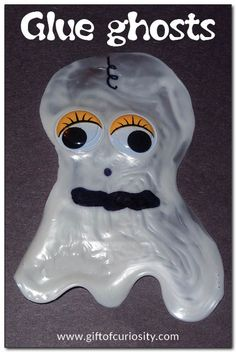 Use glue to create these glue ghosts with a spooky, translucent appearance. Glue ghosts also double as a great #Halloween #finemotor craft! || Gift of Curiosity