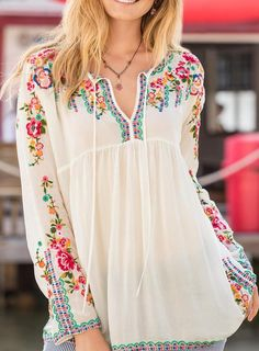Francesca Bohemian Blouse~Image via Sundance…Shop Women's Tops at Sundance. Look Boho, Bohemian Style, Boho Chic, Boho Outfits, Pretty Outfits, Casual Outfits, Embroidery Fashion, Embroidery Dress, Boho Fashion