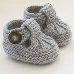 Baby Knitting Patterns Hand Knitted Baby Shoes-Booties Baby Knitting Patterns Source : Hand Knitted Baby Shoes-Booties by Baby Booties Knitting Pattern, Crochet Baby Shoes, Crochet Baby Booties, Baby Knitting Patterns, Baby Patterns, Knit Crochet, Crochet Cardigan, Crochet Beanie, Baby Poncho