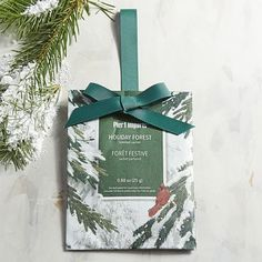 A snow-tipped holiday fragrance of evergreen, balsam and pine, warmed with Texas cedar and Spanish moss—our highly fragranced Holiday Forest sachet is perfect for tucking into any small space or hanging in a closet.