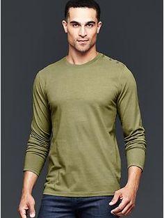 Shoulder-button solid t-shirt