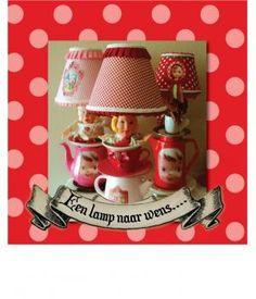 Leuke lampen van gestapeld porcelein servies en poppenkastpop. Het serviesgoed is beschilderd en voorzien van decoratiedecals welke opgebakken zijn. Het is ook mogelijk een lamp in opdracht te laten maken, deze kan worden voorzien van een naam of tek...