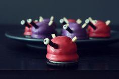 Dalek Oreo Cake Bites [ with recipe ]- Too cute!  Although it feels wrong to call a Dalek 'cute.'