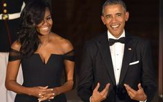 U.S. President Barack Obama gestures to himself as he and First Lady Michelle Obama await the arrival of Chinese President Xi Jinping and Madame Peng Liyuan, for a State Dinner at the White House, in Washington, September 25, 2015. Xi's visit with President Barack Obama is expected to be clouded by differences over alleged Chinese cyber spying, Beijing's economic policies and territorial disputes in the South China Sea.
