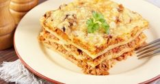 Classic Lasagna with meat - My favorite recipes My Favorite Food, Favorite Recipes, Easy Lasagna Recipe, Bechamel Sauce, Bolognese Sauce, Mince Meat, Pasta, Pork Recipes, Food And Drink