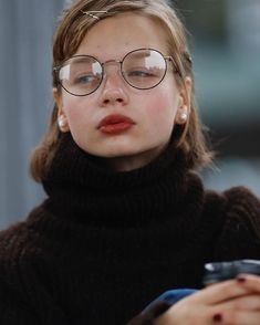 Pin by にっしゃん on ファッションスナップ in 2019 Pretty People, Beautiful People, Portrait Photography, Fashion Photography, British Style, Bob Hairstyles, Dress Hairstyles, Cute Girls, Short Hair Styles
