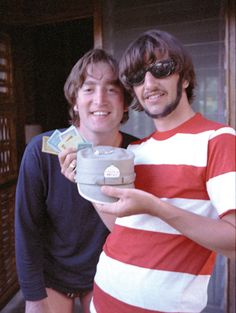 "Ringo Starr about this pic with him and John Lennon ""On vacation with John: ""There's the little pieces and the money that we used to play Monopoly."" - Exclusive Beatles Photos from Ringo Starr's New Book <I don't see it befor Beatles Songs, The Beatles, Beatles Photos, Beatles Guitar, Beatles Band, Ringo Starr, Paul Mccartney, John Lennon, Frank Zappa"