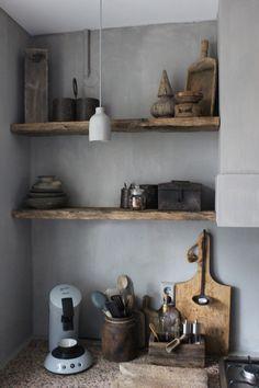 classic furniture wonen i - moebel Kitchen Shelves, Kitchen Tiles, New Kitchen, Kitchen Design, Kitchen Decor, Minimalist Furniture, Classic Furniture, Boho Lifestyle, Cocinas Kitchen