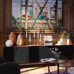 I snygga serien Eskyss finns detta sideboard, en elegant och funktionell möbel med grafiska, sofistikerade linjer. Det går även att använda som AV-möbel då det har hål för kablage. 200x42x64cm, 8.600kr. Finns både i Skrapan & Täby C. Beställningsvara. #habitatsverige