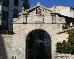 """#Jaén - Puerta del Ángel - 37º 46' 3"""" -3º 47' 13"""" / 37.767500, -3.786944  Foto de Julia Soler (#juliasoler103). Resto de la antigua muralla que rodeaba en sus orígenes gran parte de la Ciudad. En la actualidad sólo se conservan algunos restos."""
