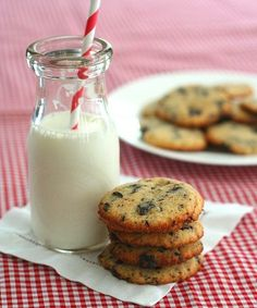 These low carb keto chocolate chip cookies have the perfect chewy crisp texture. The best grain free cookies around! THM Banting LCHF recipe. via @dreamaboutfood