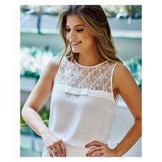 Linda e delicada nossa blusinha com laço bordado de pérolas e decote de renda ❤️ Blouse Styles, Blouse Designs, Couture Tops, Lace Tops, Dress Patterns, Casual Looks, Cute Dresses, Blouses For Women, Designer Dresses