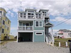5 bedrooms, 5.5 bath(2K,2Q,B,P,QSS) Truly anything is possible in this gorgeous home.  Perfect location for anyone & everyone; enjoy fishing, ...