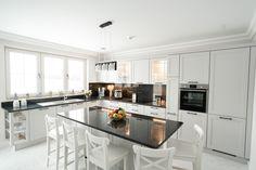 Classic white kitchen design with island configuration. #germankitchens #modernkitchen #kitchendesign #kitchenfurniture #kitchenideas #kitchendecor #whitekitchen #islandconfiguration #kitchengermandesign #bucatarieIXINA #bucatariiclasice #classickitchens #IXINA #IXINAoxford #IXINAkitchen #IdeiDeLaIxina #kitchentrends #kitchenideas #kitcheninspiration Trends, Kitchen Island, Modern, Design Inspiration, Furniture, Classic, Table, Home Decor, Kitchen Designs