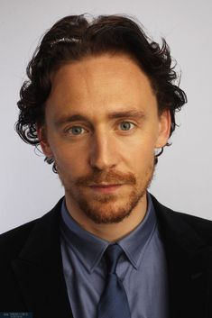 Session 14 - 006 - Tom Hiddleston Online
