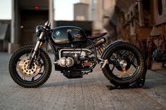 Black Stallion, custom sur une base de BMW R100 RT par National Custom Tech - Journal du Design