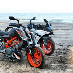 KTM RC 390 and DUKE 390 the sisters. #ktmrcofficial#ktm#ktmrc125#ktmrc200#ktmrc390#rc8r#powerparts#ktmrc#readytorace#RC390#RC200#RC125#motorbike#akrapovic#exhaust Ktm Duke 200, Ktm Motorcycles, Ktm Rc, Dirt Bikes, Bike Life, Hd Images, Motorbikes, Sisters, Fan