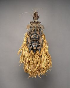 Face Mask (Kpeliye'e), 19th–mid-20th century. Côte d'Ivoire. The Metropolitan Museum of Art, New York. The Michael C. Rockefeller Memorial Collection, Purchase, Nelson A. Rockefeller Gift, 1965 (1978.412.489) #halloween #costume