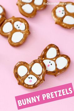 Easy Easter bunny pretzels made with pretzels, chocolate, and food writers. Video step-by-step instructions are included. Easy Easter bunny pretzels made with pretzels, chocolate, and food writers. Video step-by-step instructions are included. Easter Snacks, Easter Appetizers, Easter Treats, Easter Recipes, Easter Food, Appetizer Party, Easter Desserts, Easter Stuff, Appetizer Recipes