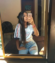 ⚡️🐬 follow me @sarabernardino_5 Cute Poses For Pictures, Poses For Photos, Ideas For Instagram Photos, Insta Photo Ideas, Tumblr Photography, Photography Poses, Girl Photo Poses, Girl Photos, Tumblr Quality