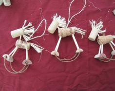 Corchos caballos ornamentos arbol NAvidad DIY Wine Cork Horse Ornament by… Wine Craft, Wine Cork Crafts, Wine Cork Ornaments, Christmas Tree Ornaments, Ornaments Ideas, Snowman Ornaments, Cork Christmas Trees, Christmas Crafts, Christmas Projects