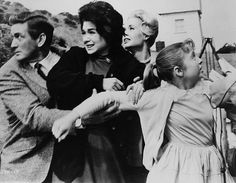 """""""The Birds""""-Alfred Hitchcock: Rod Taylor, Tippi Hedren, Jessica Tandy, Suzanne Pleshette"""